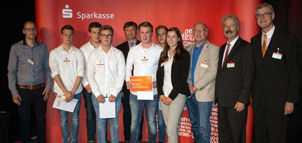 """Auf Platz 5 """"Team DSN-Marketing OHG"""" mit den erfolgreichen BKB-Unternehmern (von links) Jan Möllmann, Marius Essink, Niklas Westhoff, Lennart Sieverding und Jonas Vierhaus."""