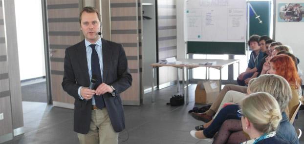 Daniel Bahr besucht den Europatag des Berufskollegs Borken